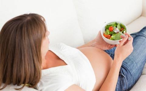No fim da tarde, prefira menos líquido e alimentos leves.
