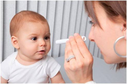 A partir do tom do reflexo no olho do bebê é possível saber se existe alteração.
