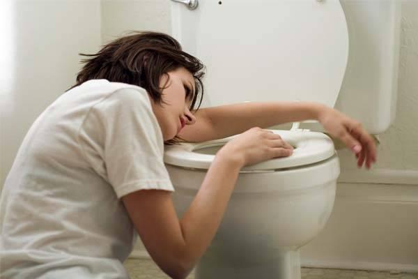 Vomitar excessivamente pode levar a desidratação.